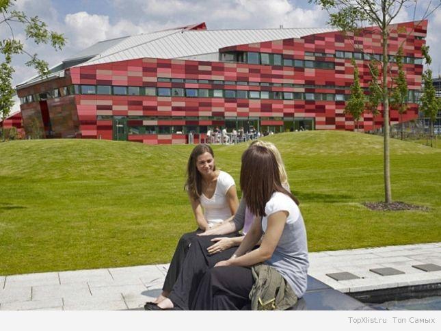 Самые необычные здания университетов