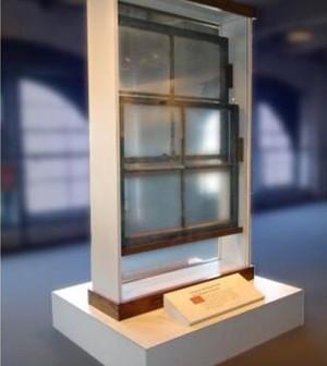 eBay-sales-Oswald-window