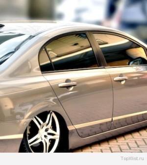 82991886_3925073_car_349