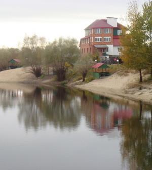 Коттедж у реки