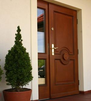 металлические двери в Челюскинском