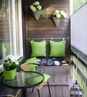 Как обставить балкон?