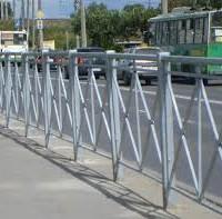 Ограждения тротуаров от проезжей части
